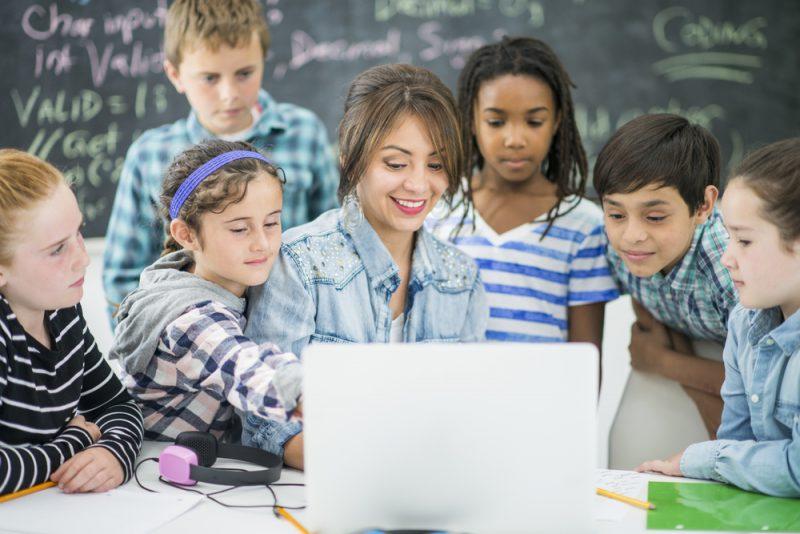 Saiba porque sua escola deve focar no ensino da tecnologia na educação infantil
